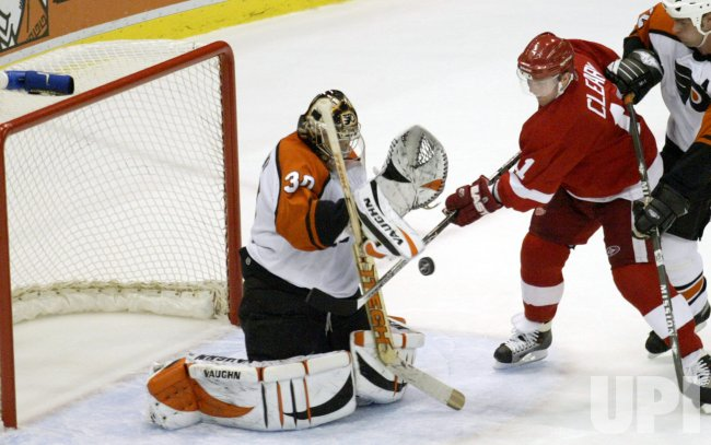 PHILADELPHIA FLYERS AT DETROIT RED WINGS