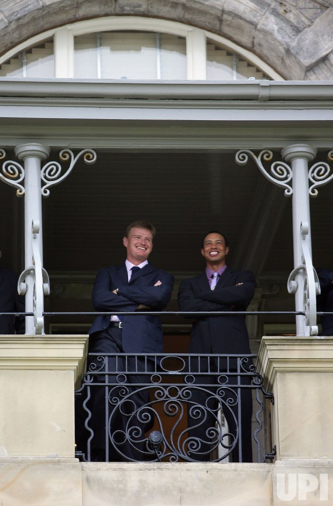 ERNIE ELS AND TIGER WOODS SHARE A JOKE