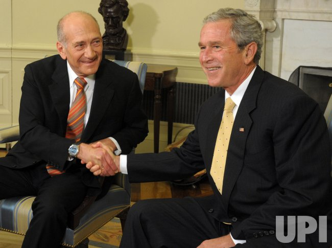 Bush meets with Israeli PM Olmert at White House