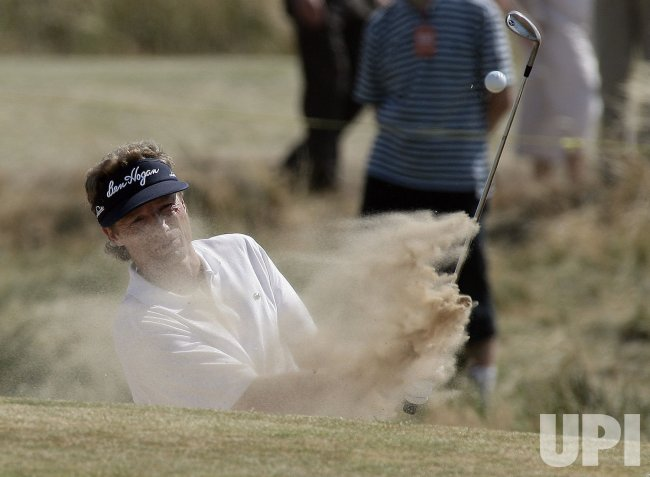 LANGER PLAYS BUNKER SHOT