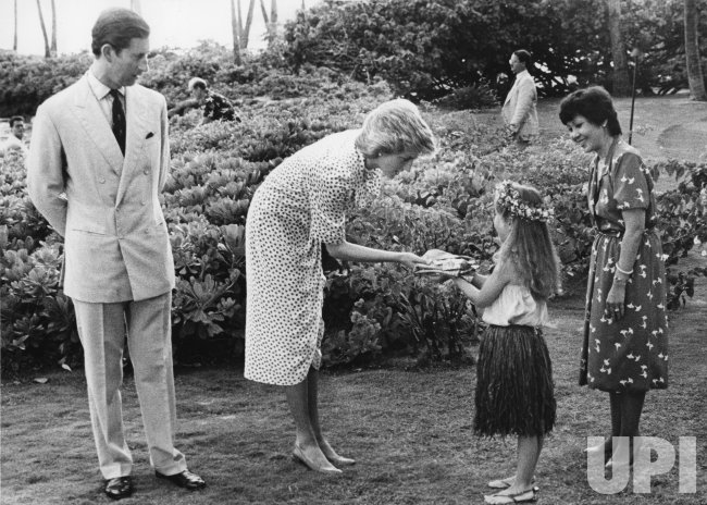 Princess Diana receives T-shirts for her sons in Hawaii