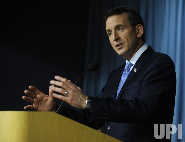 Presidential candidate Pawlenty discusses government in Washington