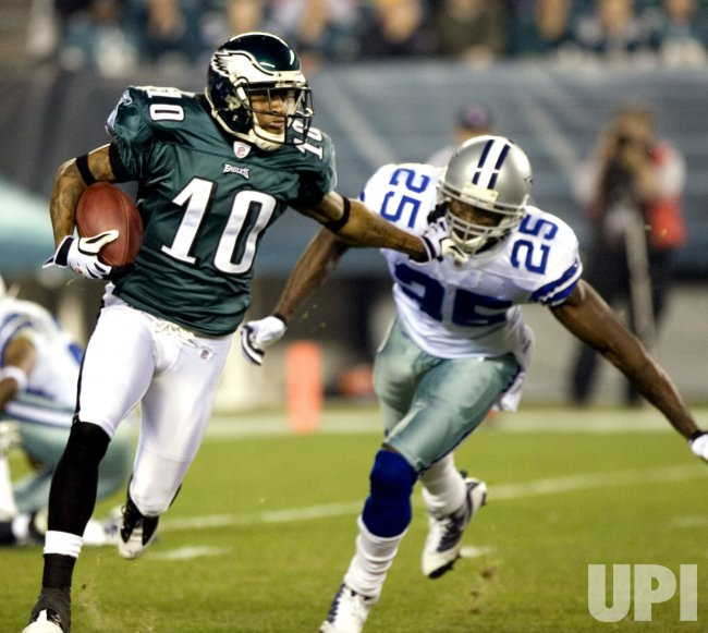 Philadelphia DeSean Jackson gains 9 yards