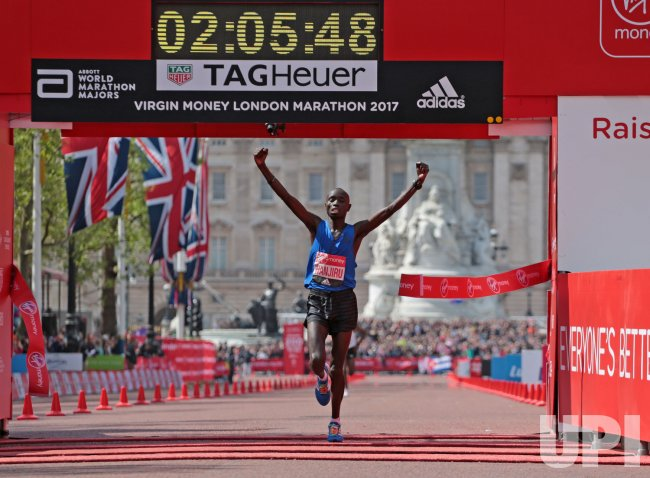 Kenyan Daniel Wanjiru wins the 2017 London Marathon.