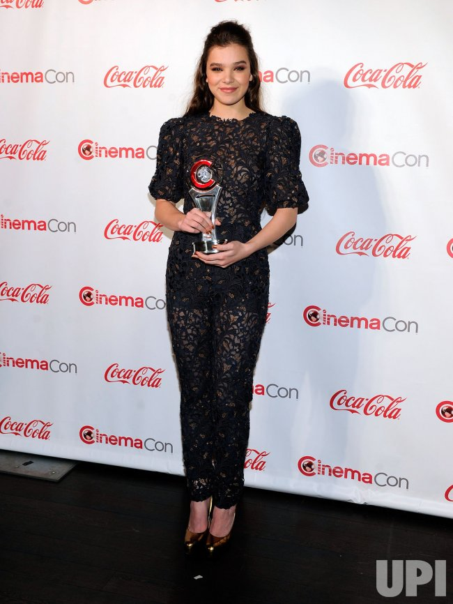 Hailee Steinfeld arrives at the 2013 CinemaCon Awards Ceremony in Las Vegas