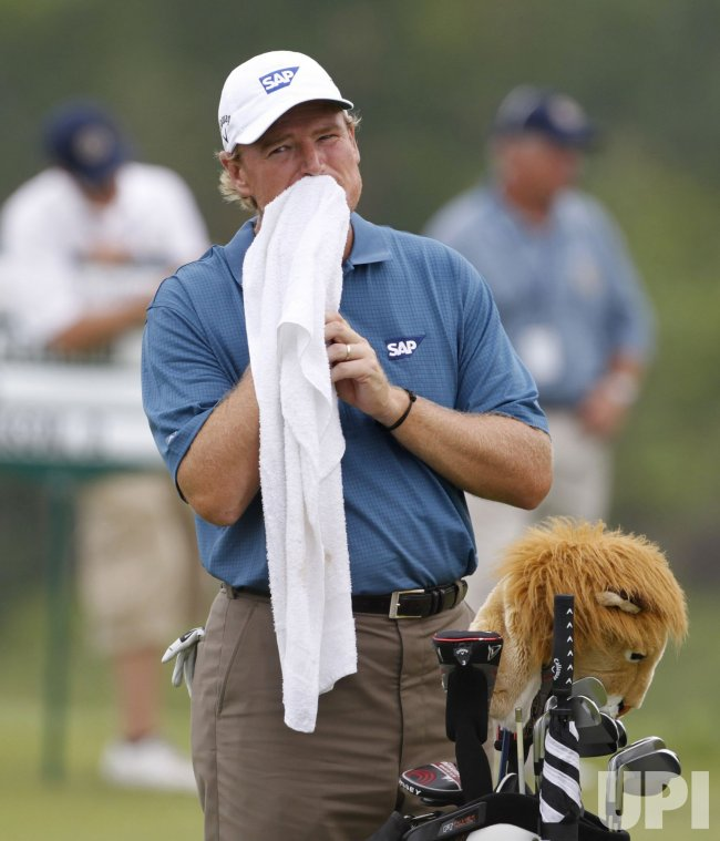 Els wipes face on 18th hole during round 1 of the PGA Championship