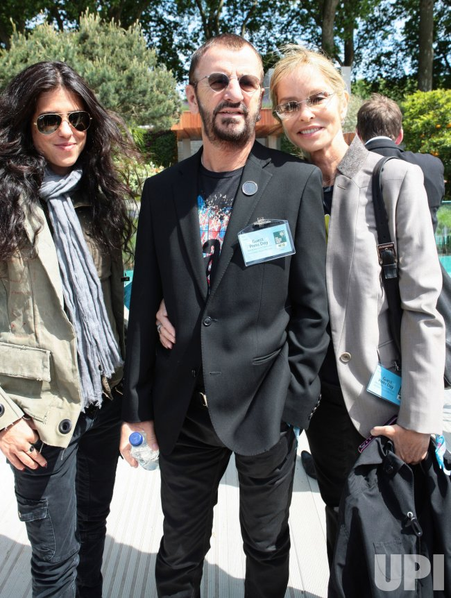 Ringo Starr and family pose at Chelsea Flower Show