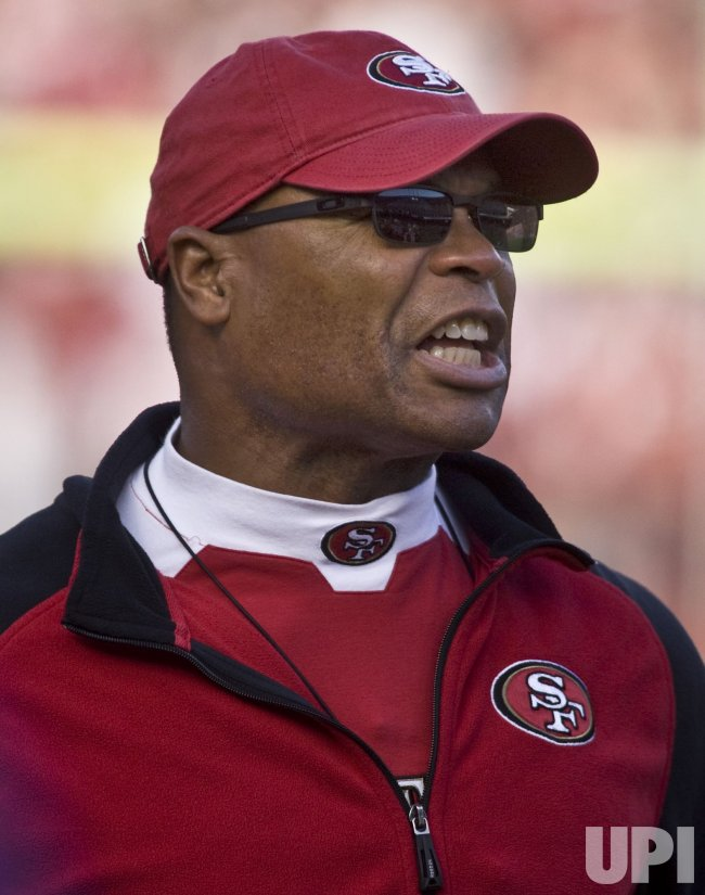 49ers and Mike Singletary defeat the Seahawks in San Francisco