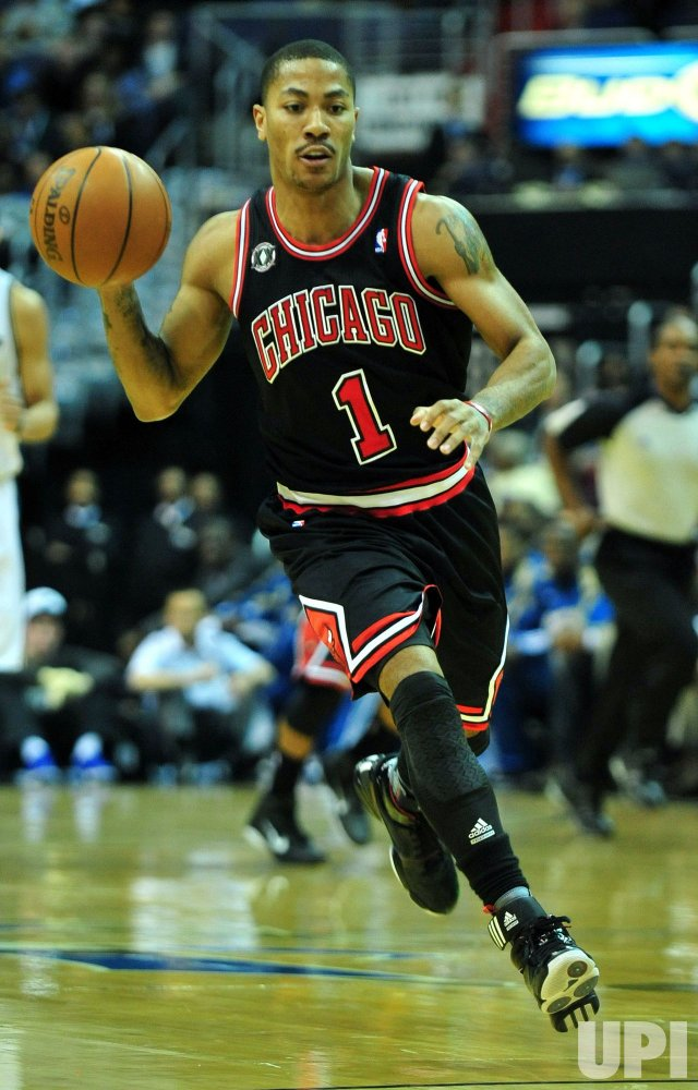 Bulls' Derrick Rose carries the ball in Washington