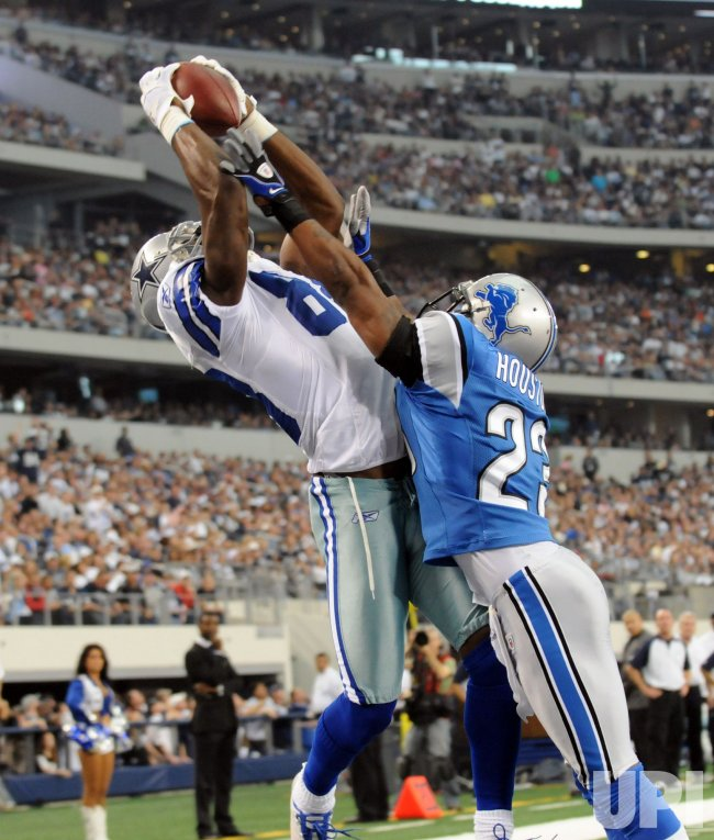 Cowboys Dez Bryant makes a catch for a touchdown against the Lions