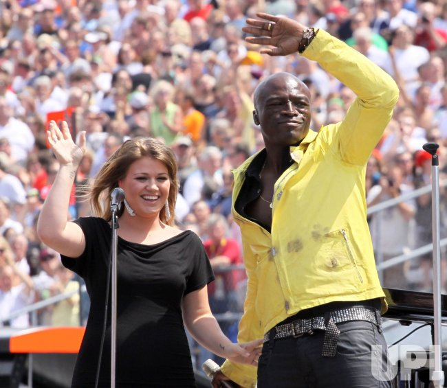 Kelly Clarkson and Seal Perform National Anthem