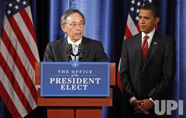 Obama Names Cabinet Postiions in Chicago
