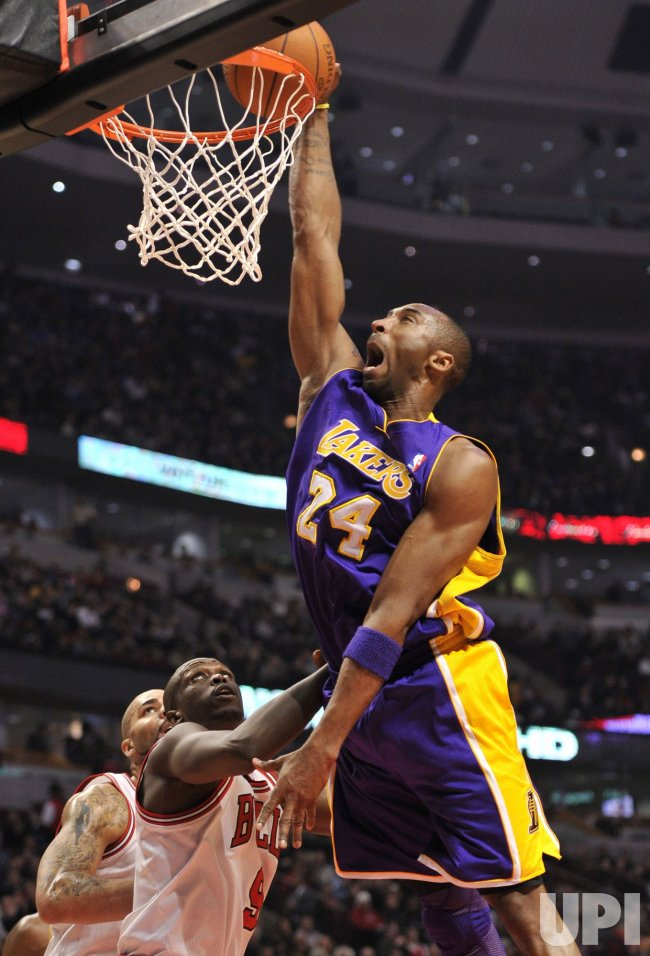Lakers Bryant dunks over Bulls Deng in Chicago
