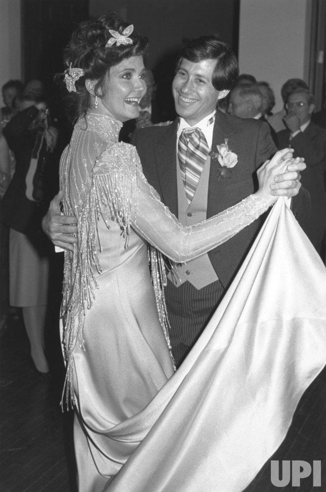 Actress Linda Carter marries Robert Altman in 1984