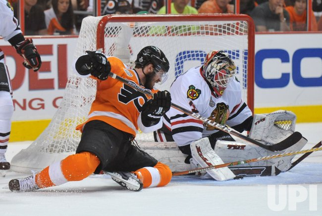 Blackhawks goalie Antti Niemi stops a shot by Flyers Mike Richards during the 2010 Stanley Cup Final
