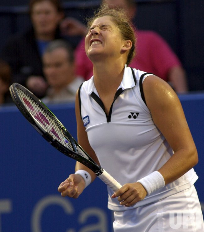 Monica Seles loses to Serena Williams in semifinal in Toronto