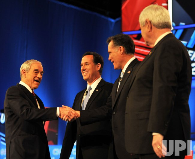 Republican presidential candidates shake hands in Arizona