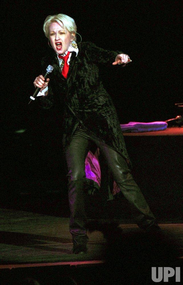 "Cyndi Lauper brings ""True Colors"" tour to Toronto"