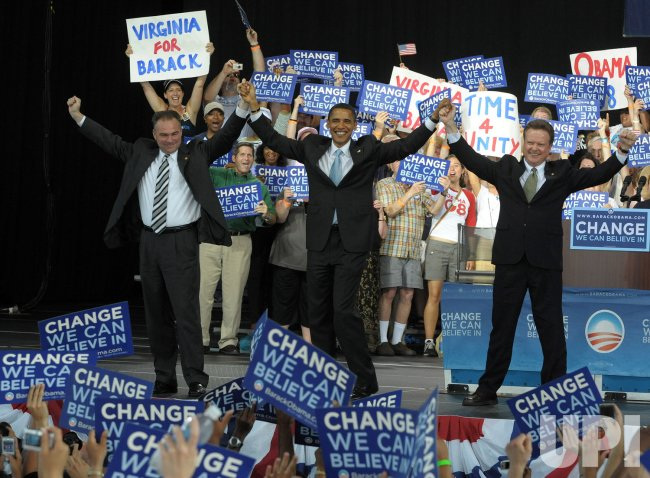 Obama speaks to supporters in Virginia
