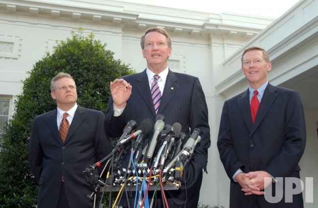 BUSH MEETS WITH BIG THREE AUTOMAKERS