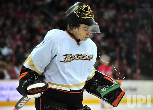 Anaheim Ducks goalie Jonas Hiller in Washington