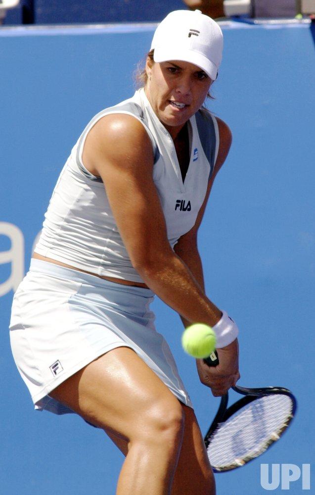 Jennifer Capriati wins second-round match in Toronto