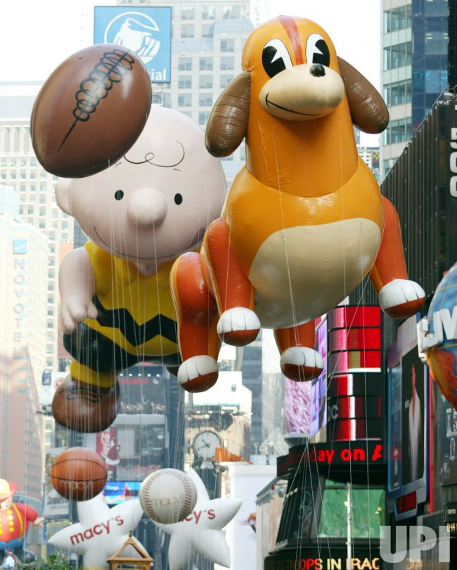 77th ANNUAL MACY'S THANKSGIVING DAY PARADE 2003