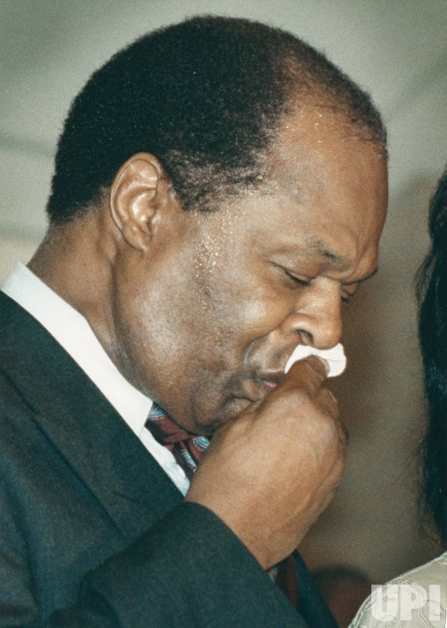 DC Mayor Marion Barry tells reporters that he will seek help to heal body, mind and soul