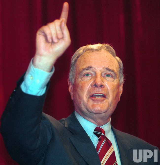 CANADIAN PRIME MINISTER PAUL MARTIN CAMPAIGNS IN VANCOUVER