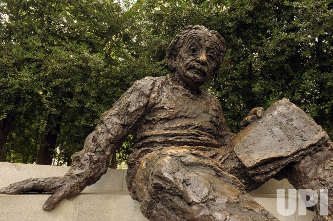 Albert Einstein statue in Washington
