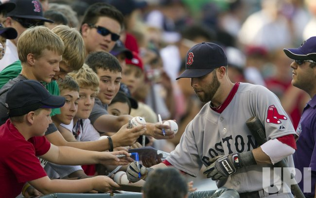 Red Sox Pedroia Signs Autographs in Denver