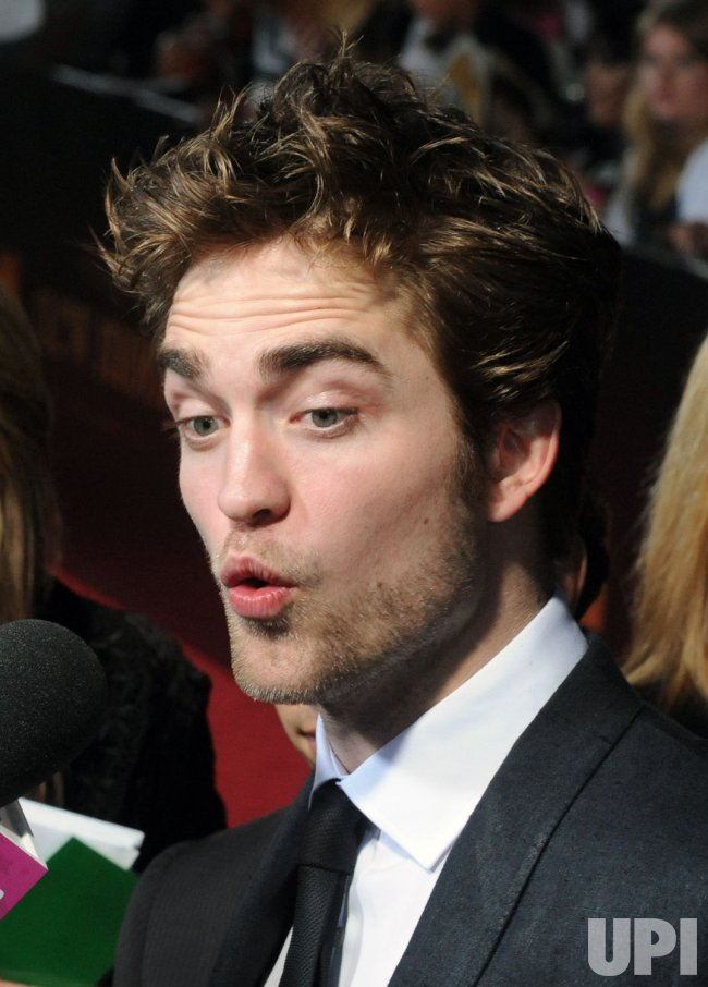 "Robert Pattinson attends ""The Twilight Saga: New Moon"" premiere in Los Angeles"