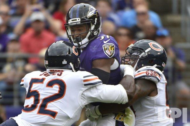 Ravens' Javorius Allen stopped by Bears linebackers