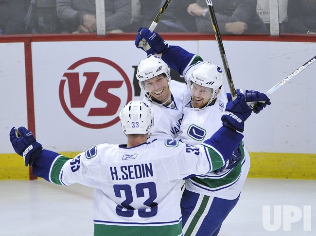 Canucks Sedins, Samuelsson celebrate goal against Blackhawks in Chicago