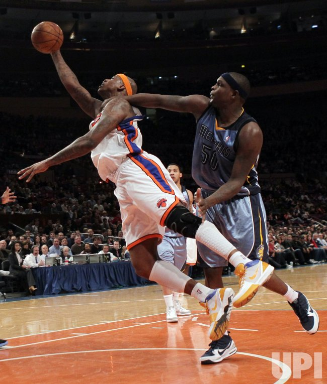 Memphis Grizzlies Zach Randolph fouls New York Knicks Al Harrington at Madison Square Garden