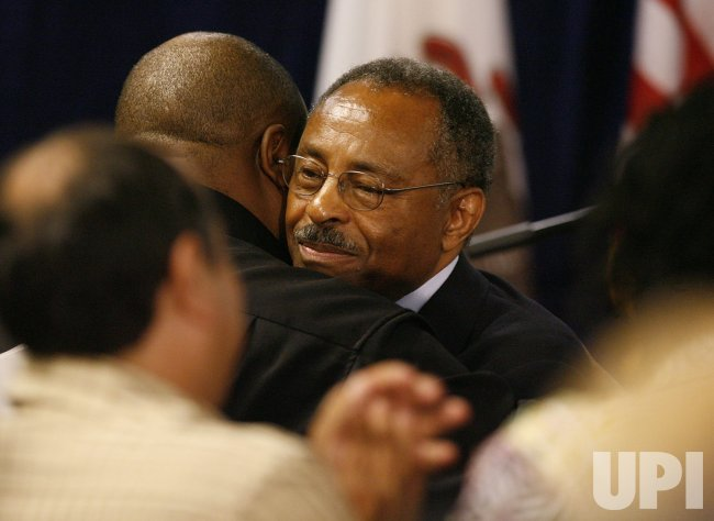 Sen. Burris announces he will not run for Senate in 2010 in Chicago