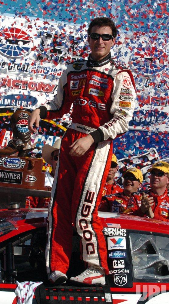 KASEY KAHNE WINS NASCAR SAMSUNG/RADIO SHACK 500