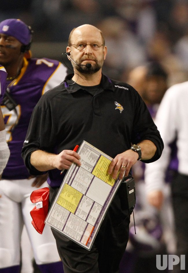 Minnesota Vikings coach Childress stands on sidelines against Cowboys in Minneapolis