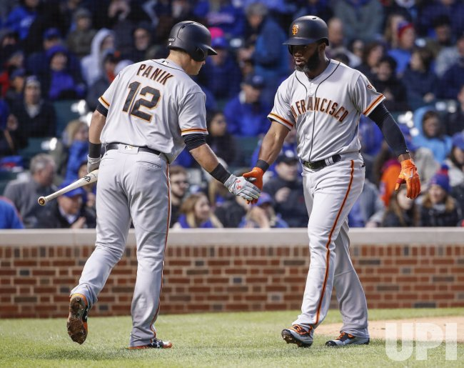 Giants Denard Span hits a solo home run against the Cubs in Chicago