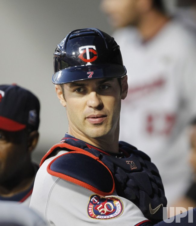 Twins Mauer stands in dugout against White Sox in Chicago