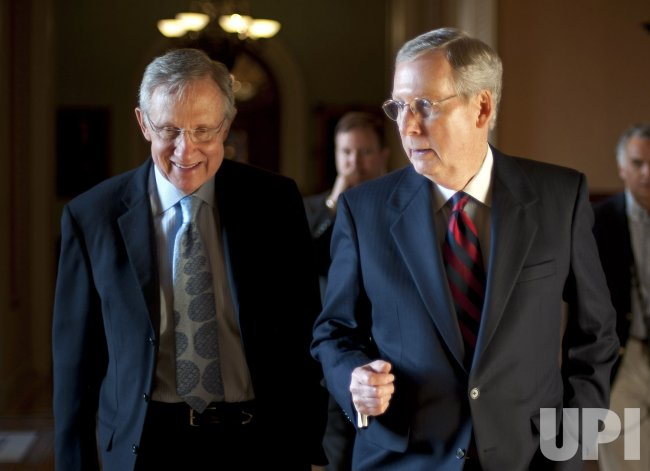 Senate Majority Leader Harry Reid And Senate Minority Leader Mitch Mcconnell Walk Together In Washington Upi Com