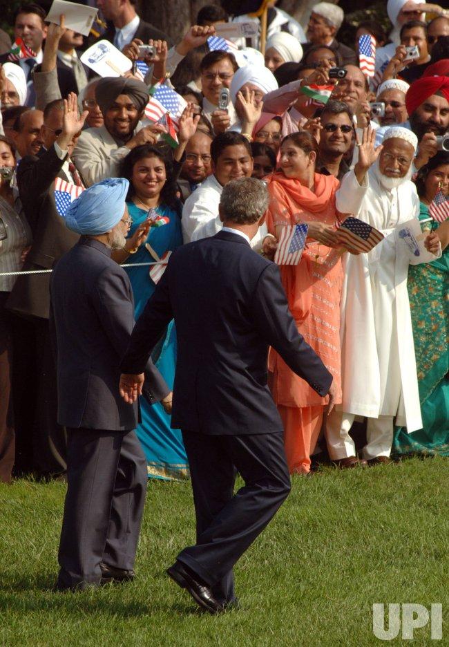 BUSH HOSTS INDIAN PM SINGH