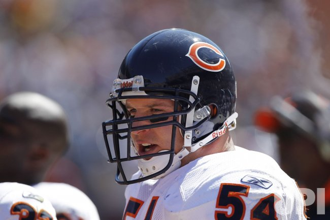 Bears Urlacher stands on sidelines against Lions in Chicago