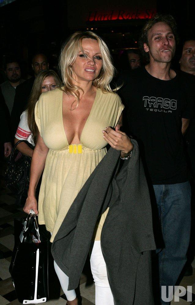 Pamela Anderson arrives in Florida