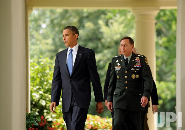 Obama replaces Afghanistan commander McChrystal in Washington