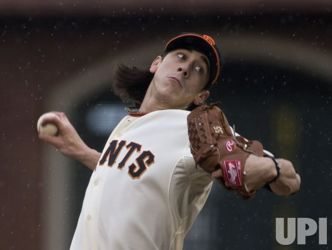 Giants Tim Lincecum notches second win