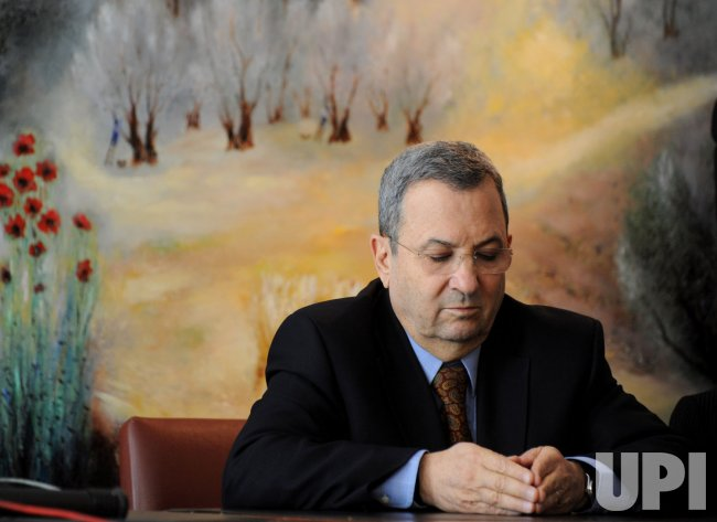 Israeli Defense Minister Ehud Barak announces that he is leaving the Labor Party to form a new parliamentary faction at a press conference in Jerusalem