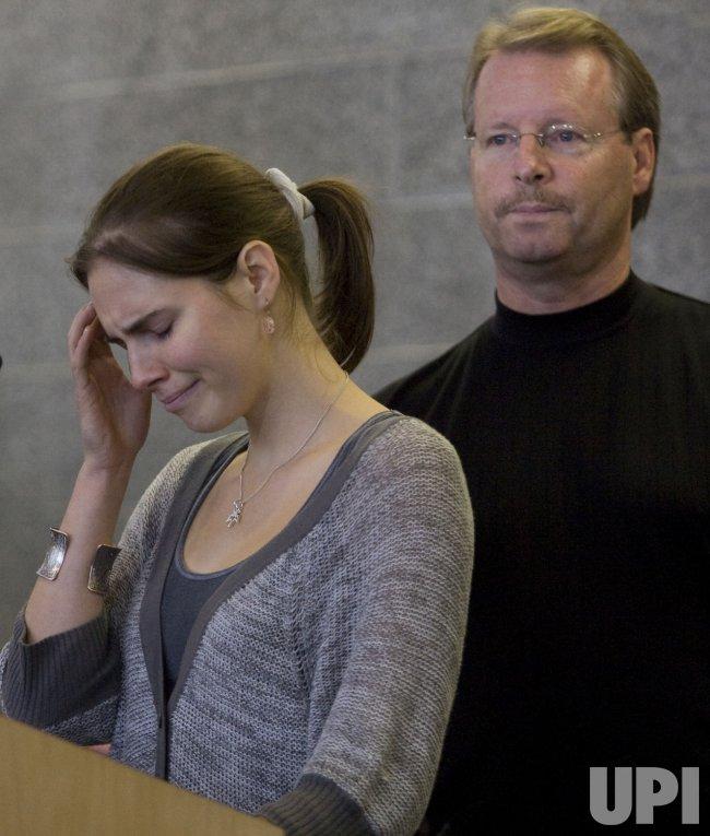 Amanda Knox Returns to the United States