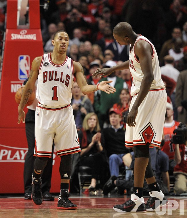 Bulls Rose, Deng high-five against Pacers in Chicago
