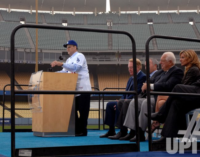 Joe Torre introduced as new Dodgers manager in Los Angeles